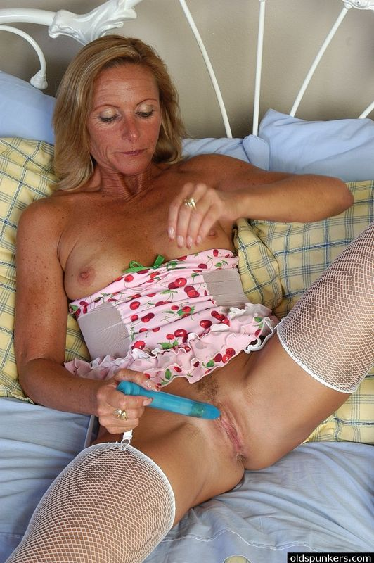 Old blonde nude grannies amateur babe masturbation photo 2